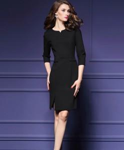 Juoda klasikinė suknelė