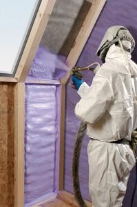 Kodėl naudinga apšiltinti rastinį namą poliuretanu