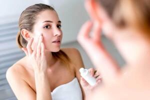 Kokias priemones rinktis norint tinkamai prižiūrėti veido odą