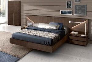 Miegamojo lova modernaus interjero akcentas